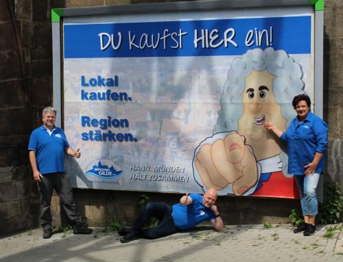 """""""DU-kaufst-HIER""""-Plakate suchen Gewinner"""